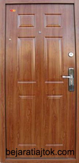 HiSec Aranytölgy biztonsági ajtó bérházba